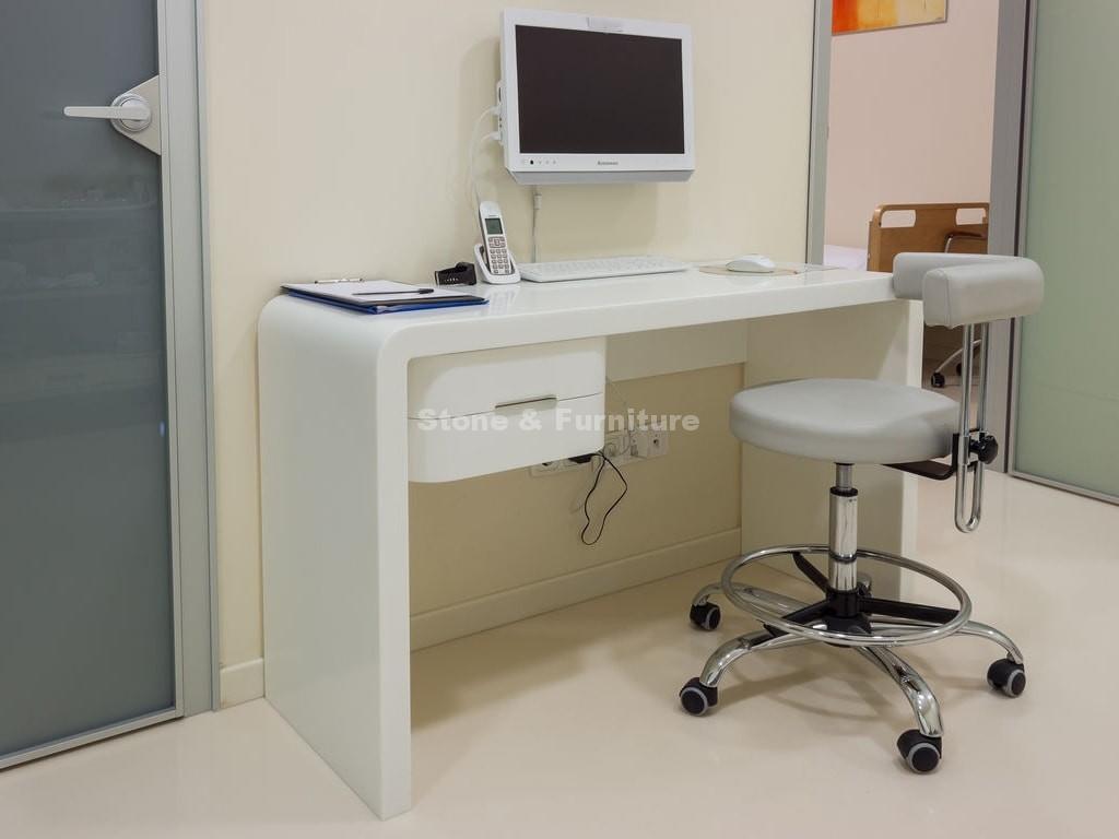 Мебель из искусственного камня в больнице