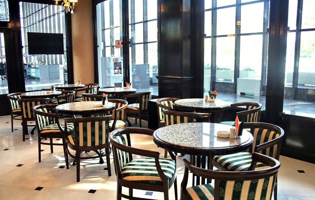 Стол в ресторане