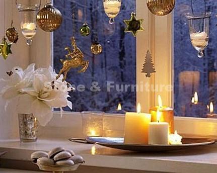 Свечи на окне в Новый год
